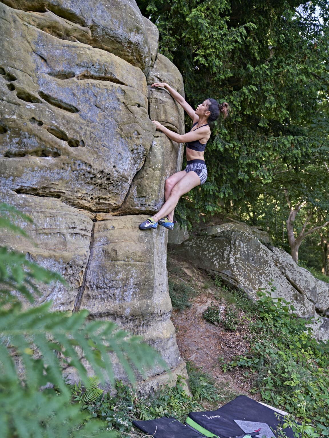 Bouldering in Happy Valley